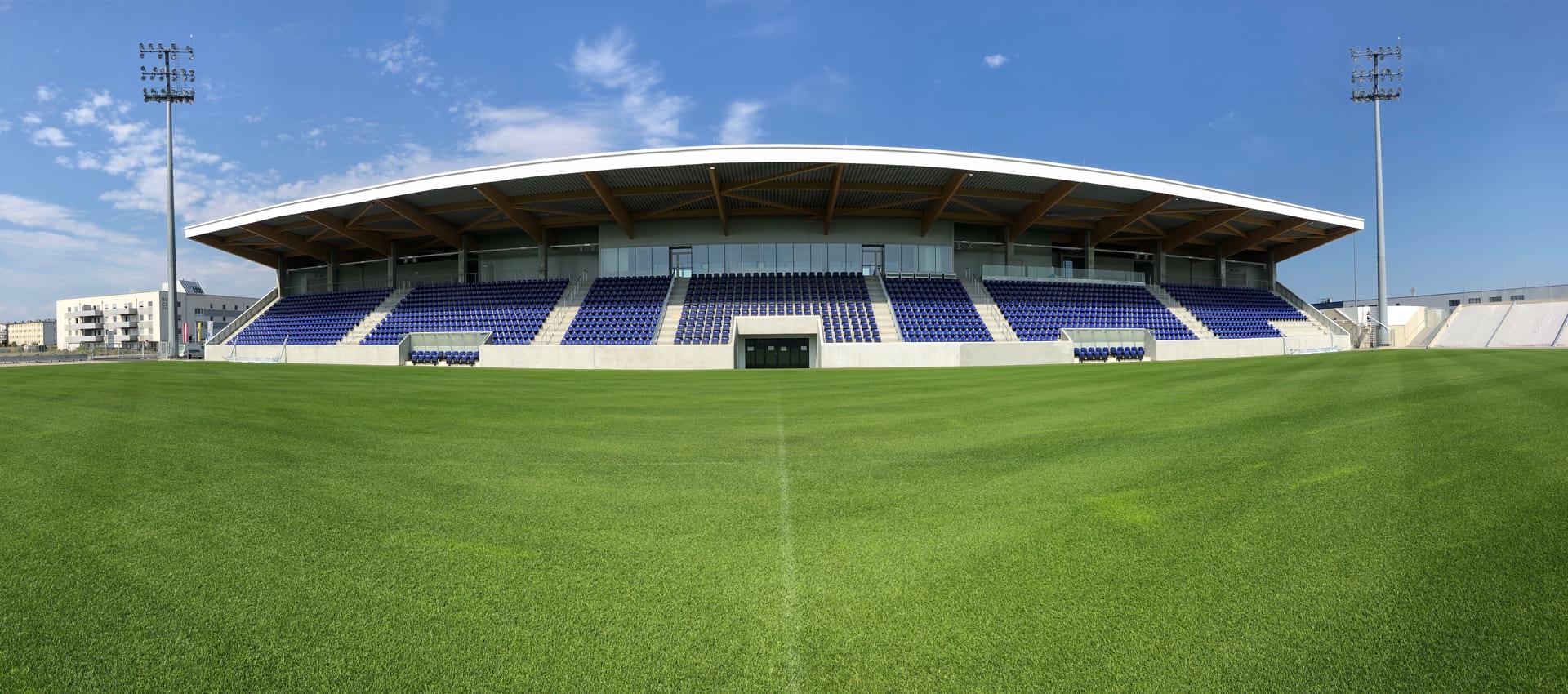 Aqua Nova Stadion Rasenansicht